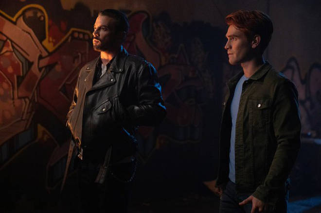 Riverdale 4x09 - Archie and FP team up
