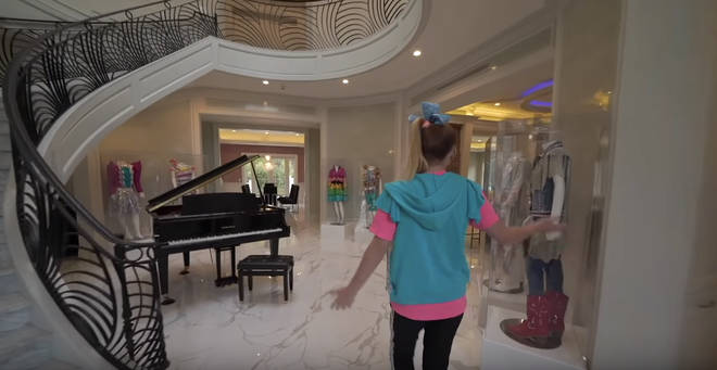 Welcome to JoJo Siwa's JoJo Siwa palace!