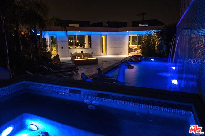 clout house pool