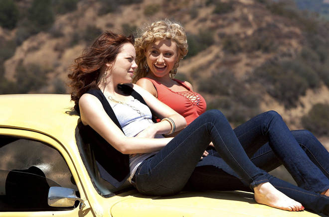 Emma Stone and Aly Michalka as Olive and Rhiannon in Easy A