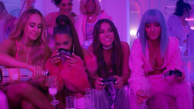 Ariana Grande's '7 rings' video: video games