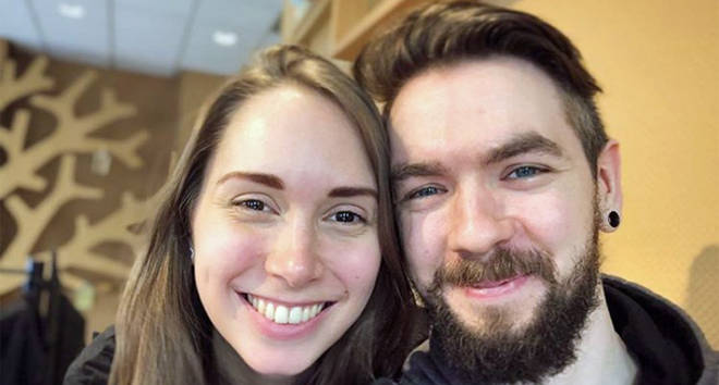 Jacksepticeye and GirlGamerGab have confirmed their relationship in an adorable selfie.