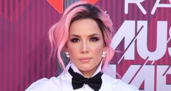 Halsey attends the 2019 iHeartRadio Music Awards