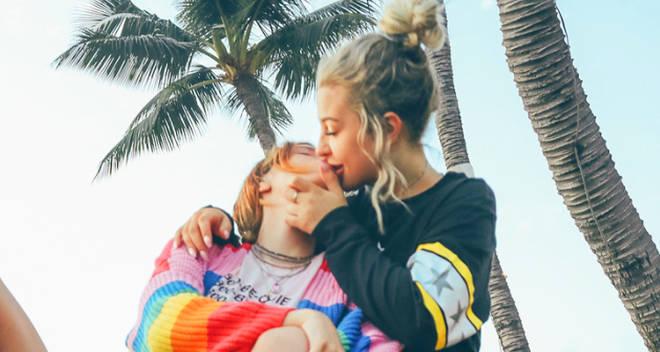 tana mongeau bella thorne kissing
