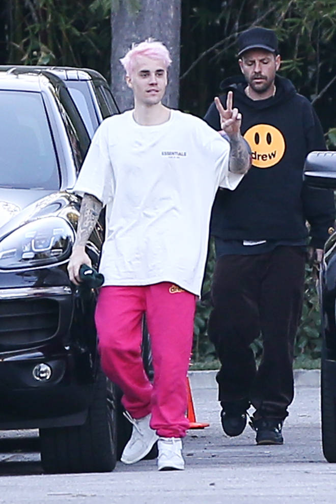 Justin Bieber dyes his hair pink